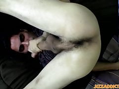 Handsome twink Devin Reynolds cums all over his own face