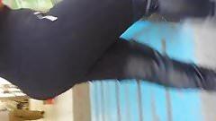 Jovencita Culona en leggins