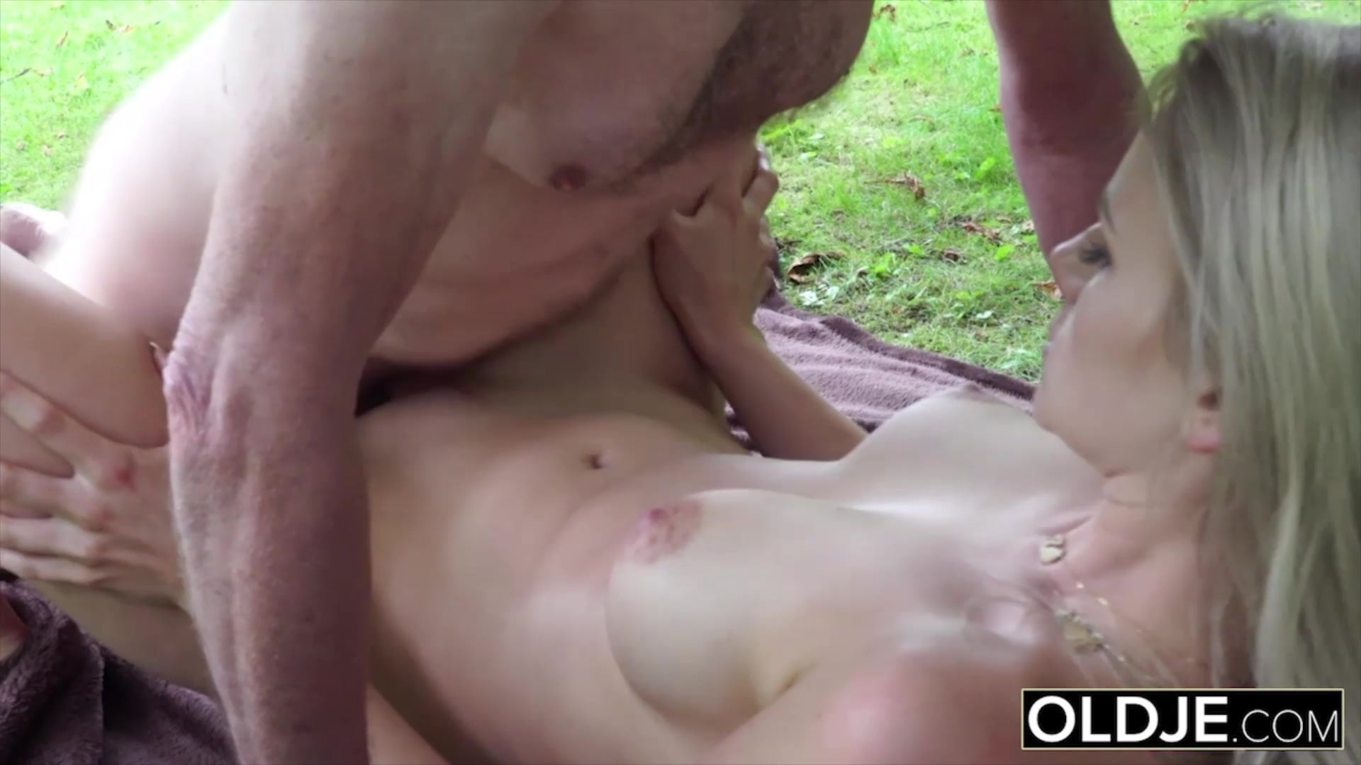 The Most Tasty 18 Years Old Pussy This Grandpa Had Sex-5159