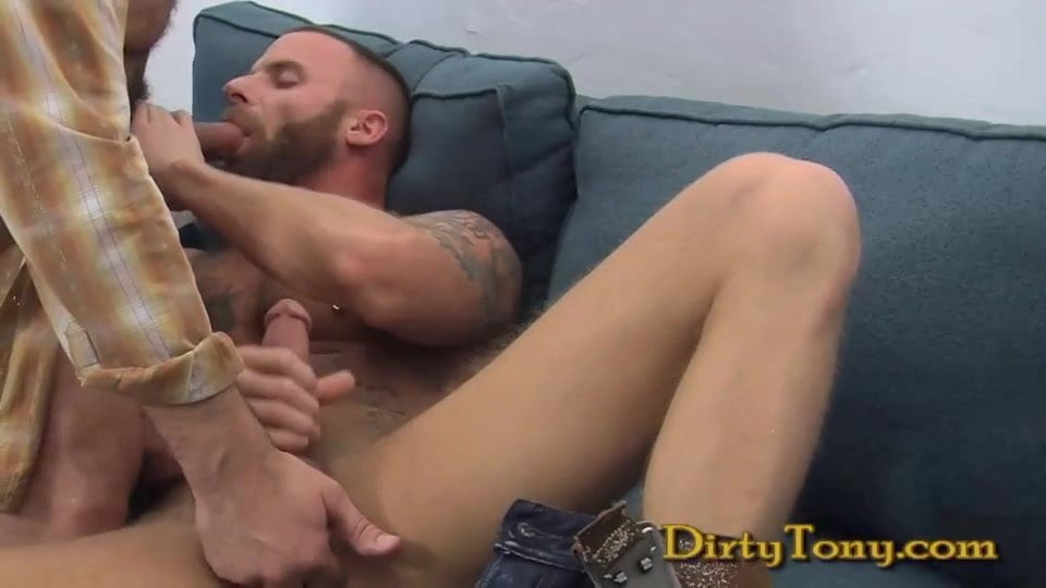Sucking dereck naughty muscle bear