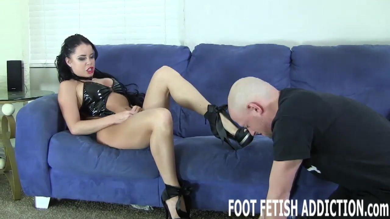 Ich werde dir die Füße einer Göttin zeigen