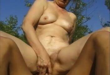 Mature peeing pics and vids