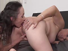 Mature moms Corinna and Gasha fuck each other