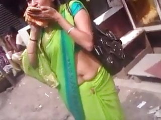 ass saree aunties in showing in public
