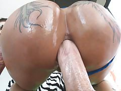 Big booty Bella Bellz loves anal