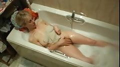 Sexy Milfs Bathtime Masturbation !