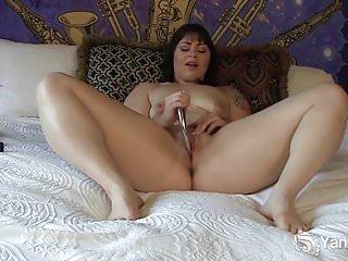 Yanks Chubby Sarah Greenmore Masturbates