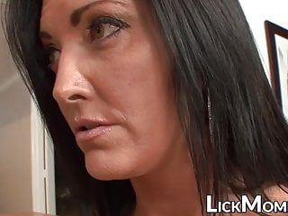 Young hottie seduced and orally pleased by stepmom