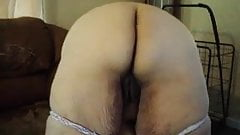 she loves wigling her ass