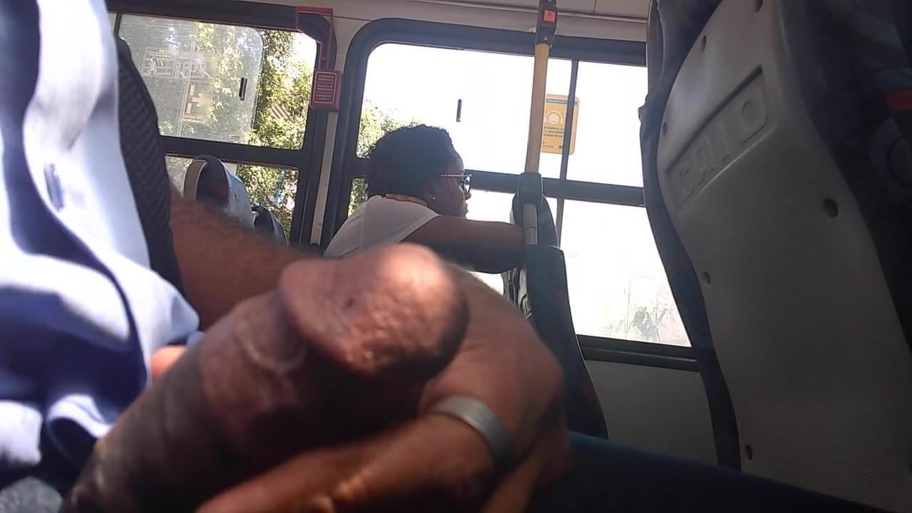 Дрочка пизды в атобусе видео