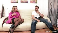 Nikki Sexx teaches her new man how to make her squirt