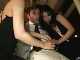 Download video bokep Two horny Japanese babes show a horny businessman the sights Mp4 terbaru