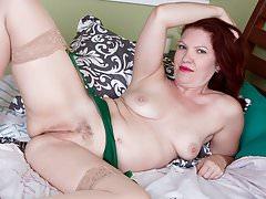 American milf Kimberlee gets naughty in lingerie