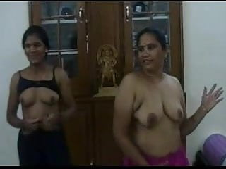 Sexy & Hot South Indian Aunty's Bath Scene: Free Porn 58