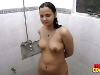 indian sexy bhabhi sonia taking early mornign shower