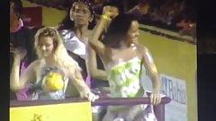 Bailarinas desnudas causan furor en el carnaval