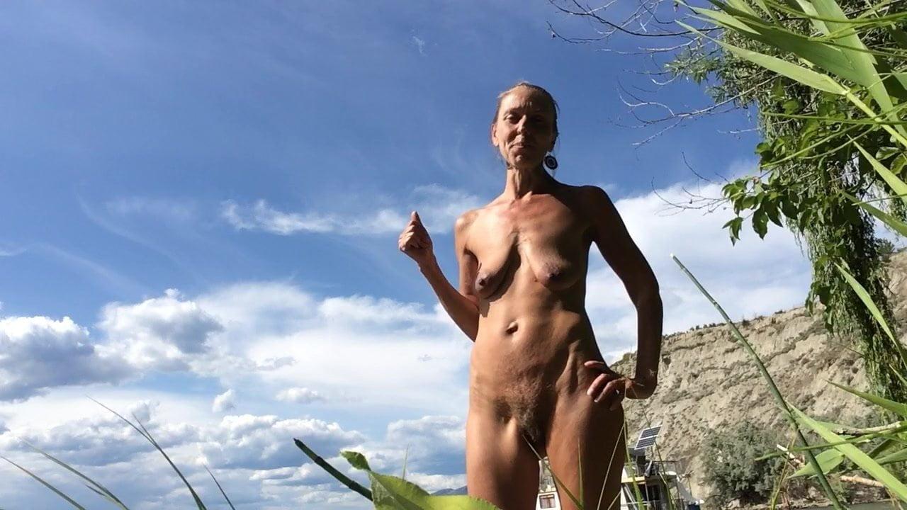 sunny leone nude under shower pics