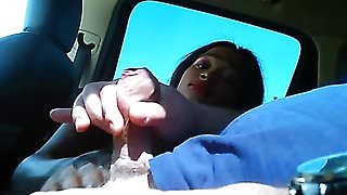 Puttana 18enne di colore succhia in auto