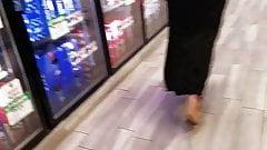 Mature big booty in black dress.