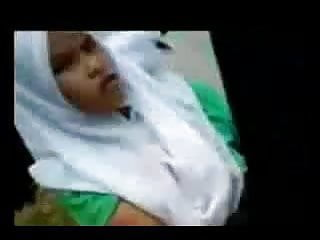 Download video bokep malay- tudung putih outdoor 1 Mp4 terbaru