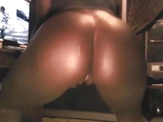 Shannon Robertson popps her stanky pussy