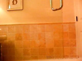 HIDDEN CAM GIRL IN BATHROOM VOYEUR