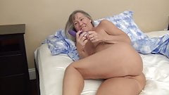 Milf Starts Her Day with Orgasms