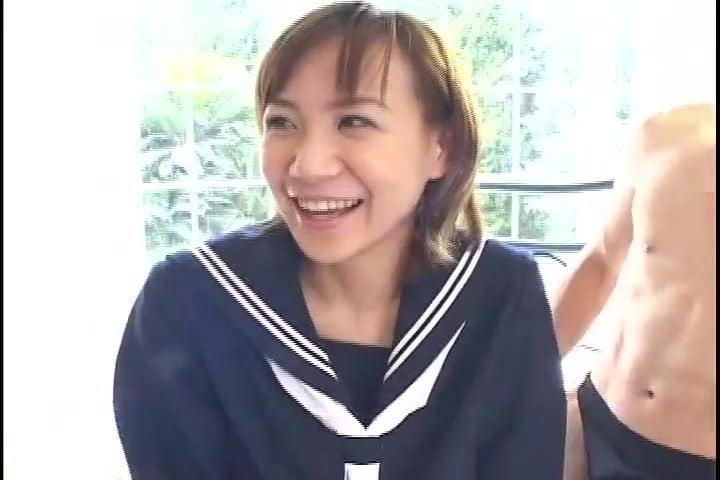 卯月梨奈 制服コスプレのショートカットお姉さんが手マンされてから着衣でマングリ返しアナル舐めクンニされてる