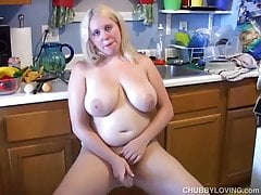 Bubbly blonde BBW loves to fuck her soaking wet pussy 4 U