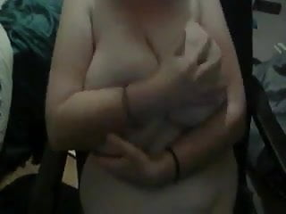 webcamwas busy with playing with her big saggy titties