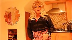 Blonde Sindy in black and pink