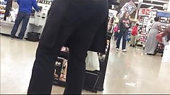 CANDID IN CHECKOUT LINE