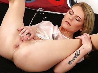 Piss In Mouth For Wet Bedding Blonde