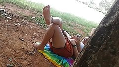 Candid Feet - feet and sole in the park