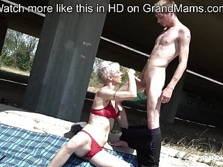 Skinny trapper licks short-hair granny under the bridge