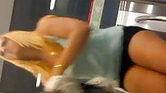 2 Good Blonde slut metro - bella troia bionda in metro