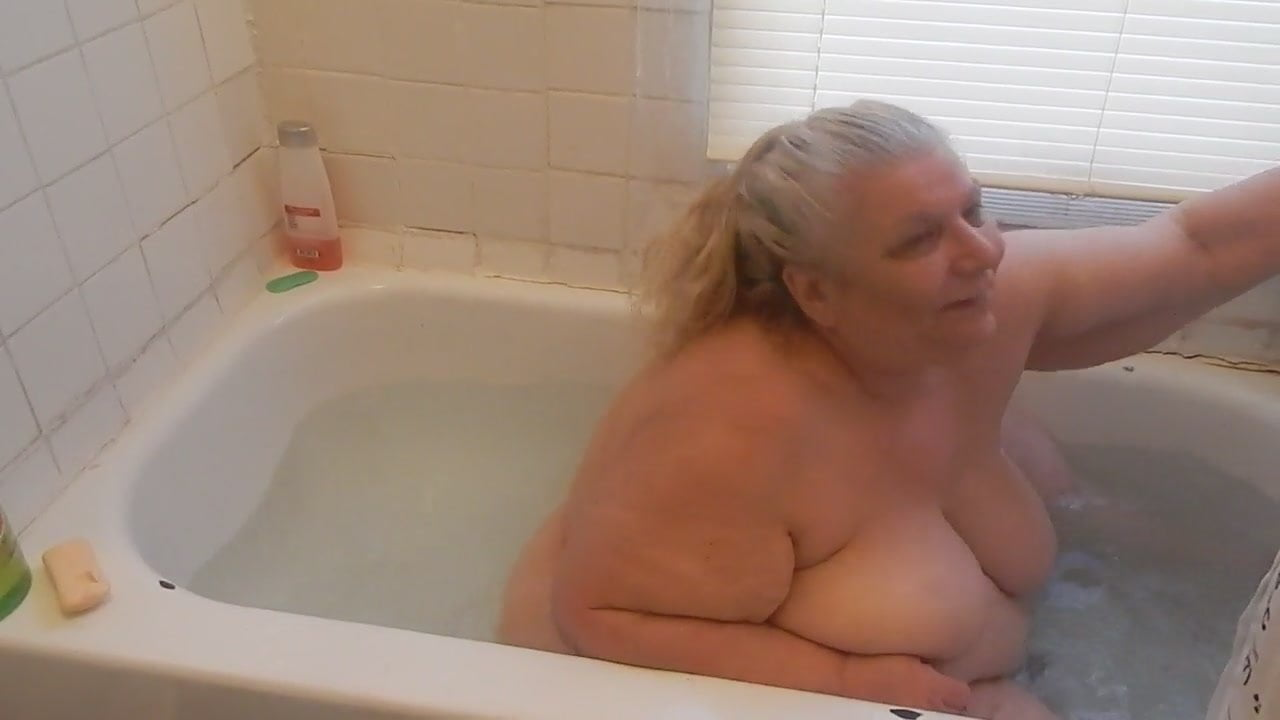 Watch tub girl video gross, sexy women shoving a guys dick in their pussy