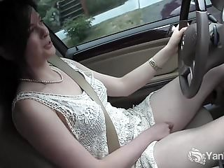 Yanks CutieSavannah Sly Masturbates In The Car