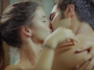 Download video bokep Turkish Beren Saat Topless in Gecenin Kanatlari Mp4 terbaru