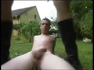 Nachbarin im Garten gefickt