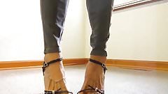 mature Lady bare feet high heel shoes