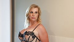 Hot horny cougar Sammi Rox