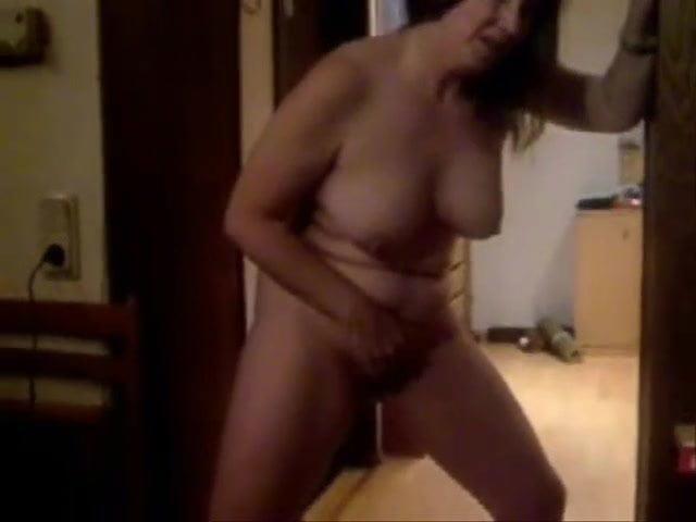 Порно жена мастурбирует стоя видео все порно фильмы