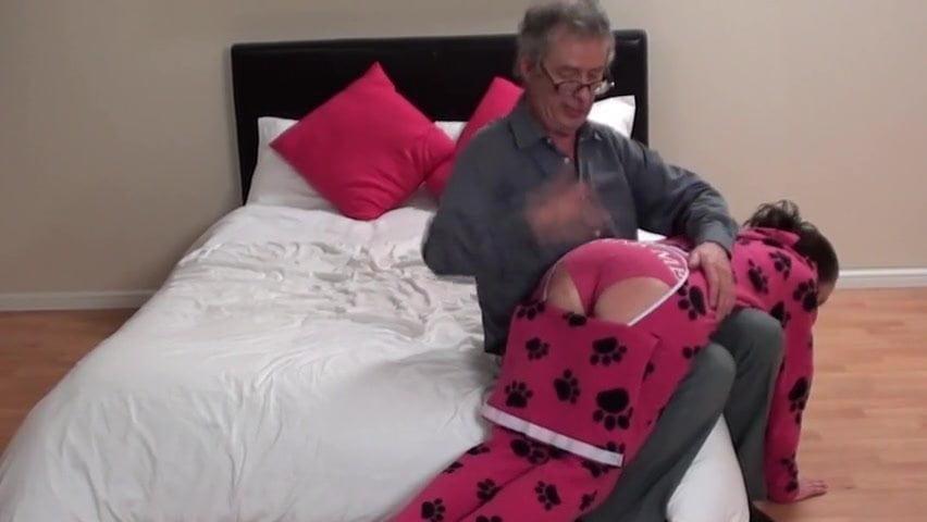 Lesbians sucking pussies videos
