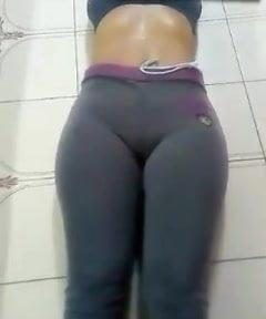 Pantat istri bulat padat
