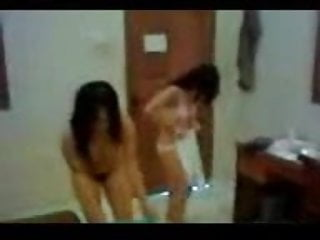 Download video bokep threesome dengan cewe indonesia Mp4 terbaru