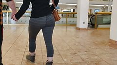 Leggings ass walking candid 2