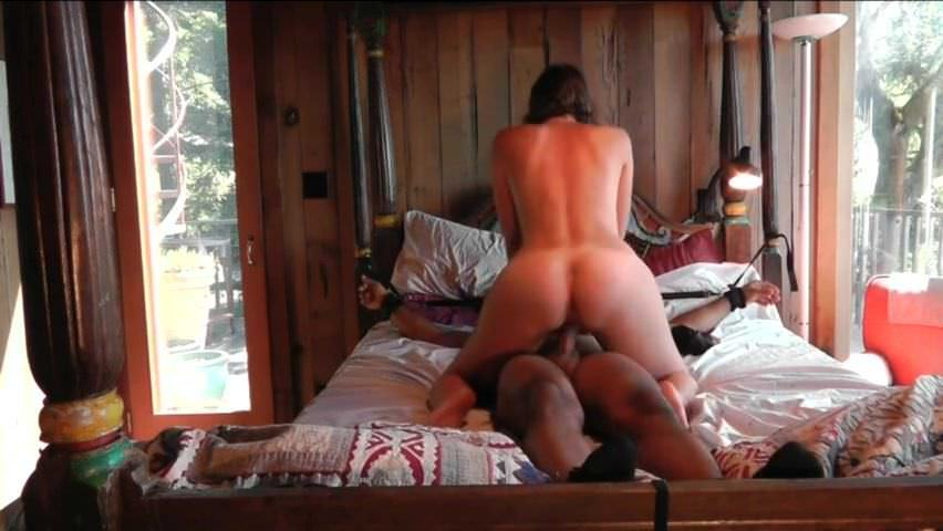 She forces him to creampie her