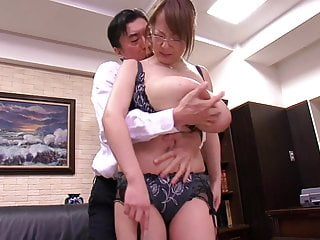Download video bokep Asian with big tits undressing at the office Mp4 terbaru