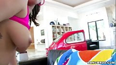 London Keyes and Kagney Linn Karter - Ass Parade